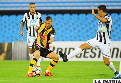 En el partido de ida jugado en el Centenario de Montevideo, ganaron los
