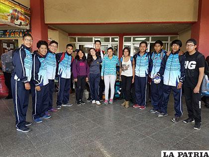 La delegación que participa en el torneo internacional de handball