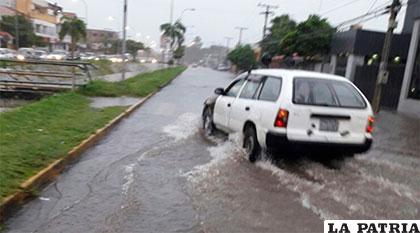 Las lluvias anegan una vía en la ciudad de Santa Cruz de la Sierra /ANF