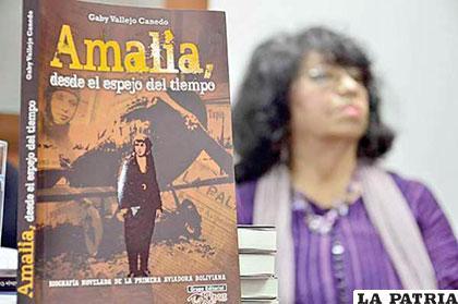 Gaby Vallejo Canedo en la presentación del libro en Santa Cruz /OPINION.COM.BO