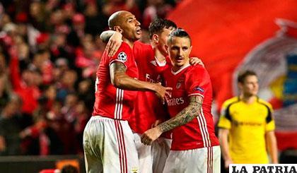 Celebran los del Benfica por su victoria ante el Borussia Dortmund /galiciae.com