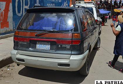 El coche en que escaparon con los tragos