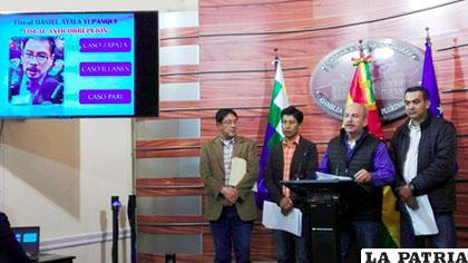 Diputados en conferencia de prensa dando a conocer los antecedentes del fiscal /ANF