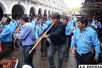 El gobernador Vásquez disfrutando de la fiesta