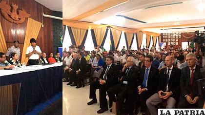 Acto de la firma del convenio en el aeropuerto de El Trompillo