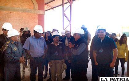 Personal de la Aduana Nacional de Bolivia en la nueva instalación en Pasto Grande /DELIA SAUCIRI