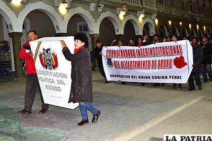 Marcha pidió el respeto a la democracia y a la CPE