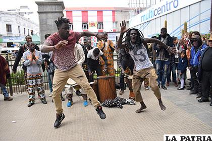 Africanos mostraron lo mejor de su música y baile