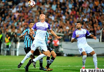 Defensor Sporting salvó un empate en su cancha frente al Gremio /conmebol.com