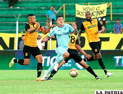 Bolívar viajó a cumplir este partido, luego de empatar 2-2 con Destroyers en el torneo local /APG