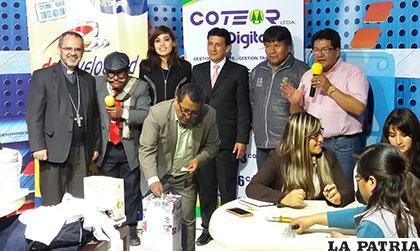 Autoridades y miembros de Coteor en el cierre de la campaña