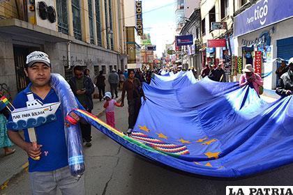 La bandera de la reivindicación recorrió las calles de la ciudad