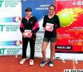 Jessica Santa Cruz (izquierda) y Francis Urquidi (derecha), campeonas nacionales en dobles Sub-14
