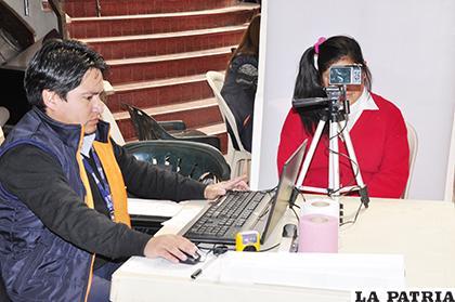 Menores de edad deben contar con el carnet de identidad para beneficiarse del SUS /LA PATRIA ARCHIV