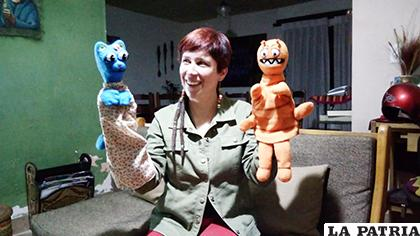 Karina Noya Iporre con Lili y Pulguis