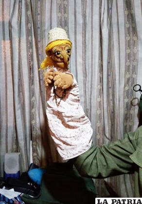 Doña Clota, uno de sus primeros títeres