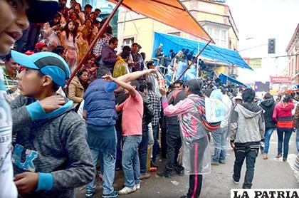 De aprobarse la ley, no se podrá vender bebidas alcohólicas en la ruta del Carnaval /LA PATRIA ARCHIVO
