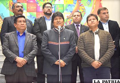 Villegas y su cuerpo técnico se reunieron ayer con el Presidente Morales / APG