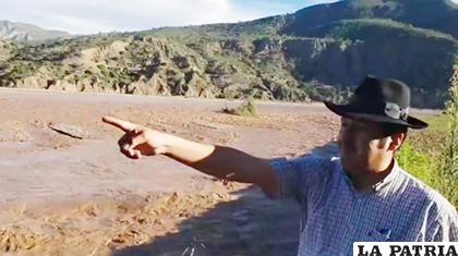 Gobernador Esteban Urquizu durante una inspección para verificar los daños por la crecida del río Pilcomayo /Gobernación