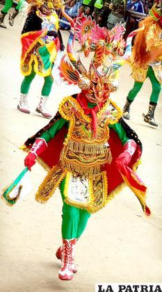 DIABLADA (Diablo) Pro-carnaval: 2.500 Bs. Careta: 1.500 Bs. Pechera y pollerín: 500 Bs. (flete) Botas: 400 Bs. Guantes: 120 Bs. Otros accesorios: 300 Bs.  Ropa de ensayo: 200 Bs. TOTAL: 5.520 Bs.