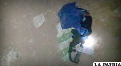Los objetos encontrados junto al niño, el día que fue abandonado /Archivo LA PATRIA