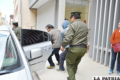 Ambos acusados fueron custodiados hasta el penal de San Pedro /LA PATRIA