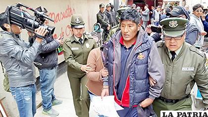 Los efectivos policiales los trasladaron para que comparezcan ante la justicia /LA PATRIA