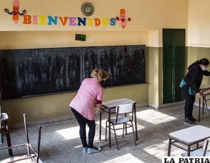 Por el momento las aulas están vacías, ya que se prohibió las clases presenciales /telam.com.ar (imagen referencial