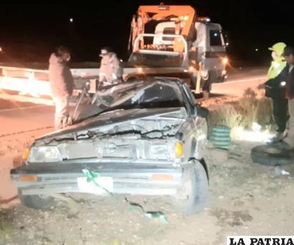 Así quedó el vehículo tras el vuelco de tonel en la carretera /LA PATRIA