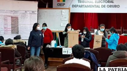 Se realizaron simulacros de votación durante capacitaciones a notarios electorales /TEDO