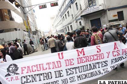 Estudiantes de la UMSA, por la autonomía universitaria