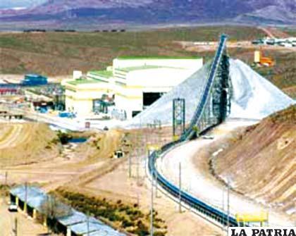 La minería en todo los subsectores que la componen están pendientes de la aprobación de la Ley Minera, instrumento que puede impulsar al sector o contrariamente debilitarlo peligrosamente