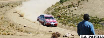 La máquina 505 conducido por Mauricio Soria, sorprendió con su rendimiento y fue el ganador de la prueba, categoría Libre.