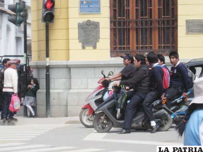 Conductores de motocicletas, son los infractores de la semana