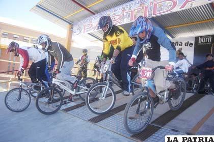Los bicicrocistas orureños mostraron mucho entusiasmo en la primera fecha de la competencia intercolegial
