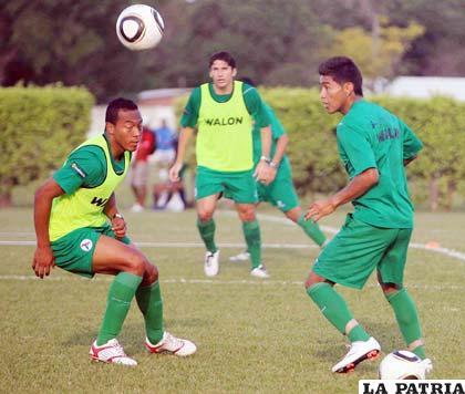 La selección nacional de fútbol ayer hizo fútbol y está listo para jugar ante Panamá.