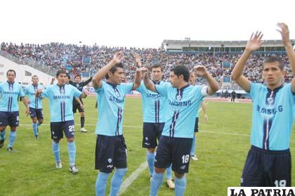 Integrantes de Bolívar con el firme pensamiento de consolidar el título 2011.