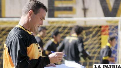 El DT de The Strongest, Néstor Craviotto, señaló que el receso servirá para el fortalecimiento de los futbolistas.