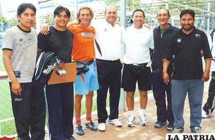Los técnicos de fútbol en los cursos de preparación. De Oruro aparecen Johnny Rocha y Mario Villalpando