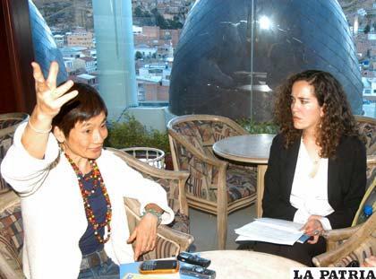 Yoriko Yasukawa (izquierda), Daniela Sánchez (centro) representantes del PNUD