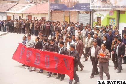 Trabajadores marchan en defensa de la Autonomía Universitaria