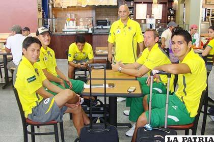Jugadores del seleccionado boliviano de fútbol en Guatemala.