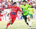 Una incidencia del encuentro que jugaron Oriente con Guabirá ayer en Santa Cruz