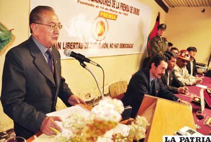 Don Augusto Dávila dio las palabras del brindis correspondiente recordando los 49 años de existencia del Sindicato de Trabajadores de la Prensa