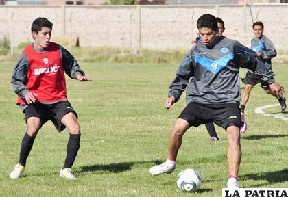 Arauz intenta frenar la subida de Saucedo en el entrenamiento de ayer