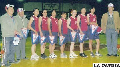 Integrantes del equipo de Independiente de Challapata