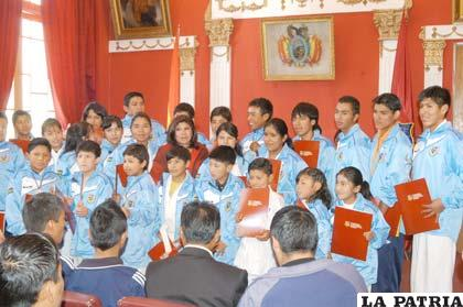 Deportistas Orureños que habitualmente participan en competencias nacionales de karate