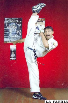 Hector Carrasco entrenador de karate