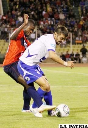 Lopes (Universitario) y Vieira (San José)