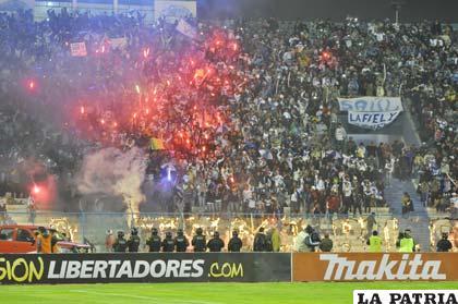Los hinchas de San José tienen la ilusión de que su equipo logre un buen resultado en Colombia